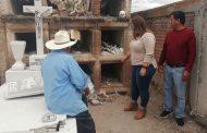 Supervisa Dora Isabel Jáuregui Estrada mantenimiento de panteón municipal