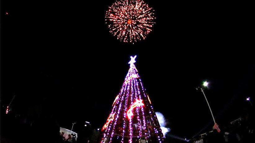 La magia de la navidad llega a Fresnillo con el encendido de 33 árboles