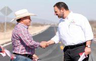Alejandro Tello y Herminio Briones modernizan tramos carreteros, mejora viviendas y ofrece empleo temporal en el municipio de Pinos