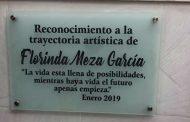 Develan estatua a Florinda Meza en Juchipila