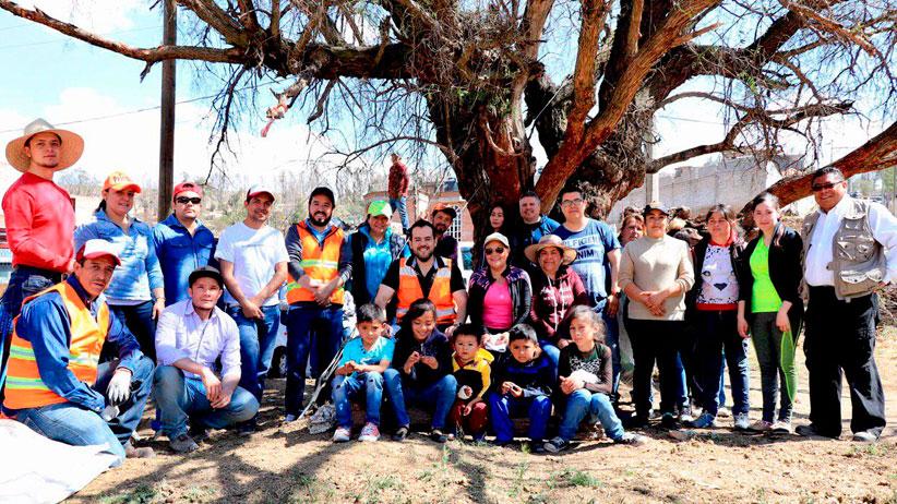 Colonos de Lomas de Bracho agradecen a Ulises Mejía y su equipo por labores de dignificación y se comprometen a continuarlas