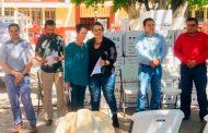 Jauregui Estrada entrega Calentadores del Programa