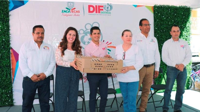 Reciben habitantes de Palmarejo, Moyahua apoyos y servicios gubernamentales con Feria DIFerente
