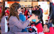 Reciben estudiantes capitalinos lentes del programa Ver Bien para Aprender Mejor