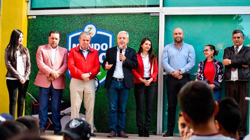 Impulsa Gobierno Estatal binomio ciencia-deporte con exposición interactiva de futbol en centro ZigZag