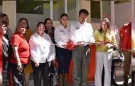 Miguel Torres, pone en servicio los baños escolares de la Escuela Primaria Lic. Manuel Gual Vidal.