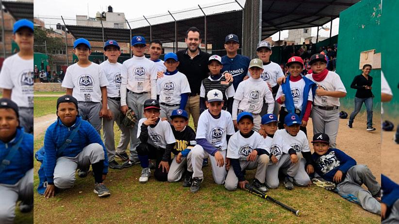 presenció Ulises Mejia la serie final del torneo infantil del Rey de los Deportes