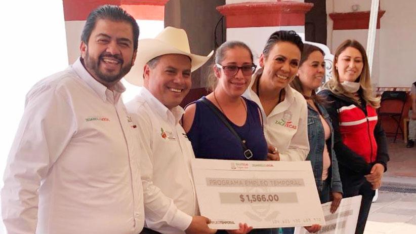 Entrega de Apoyos del Programa Empleo Temporal en Pinos.