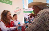 Atiende Secretaria Paula Rey a Calerenses en Audiencia Pública
