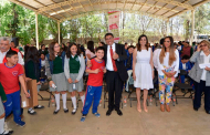 Entregan lentes Saúl Monreal y Cristina Rodríguez a estudiantes de secundarias
