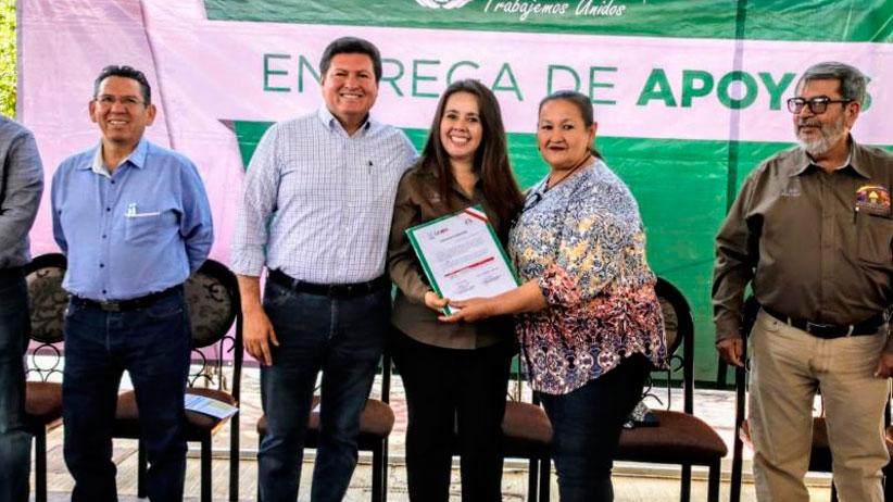 Cumple Gobernador Tello a productores agrícolas de Moyahua