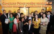 Video: Cayetano Pérez recibe medalla al mérito musical Candelario Huizar