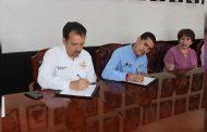 Firma de convenio entre el Ayuntamiento de Villanueva y el IZEA