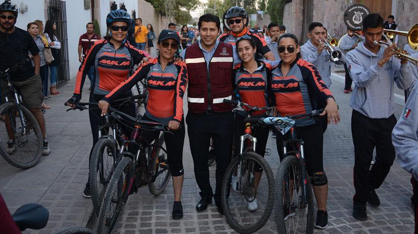 Habitantes de Guadalupe agradecen al alcalde Julio César Chávez por intervenir calles con mas de 60 años de rezago