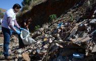 Julio César Chávez encabezó contingente de cientos de Guadalupenses para limpiar el arroyo del coyote