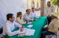 Secretario de Obras Públicas atiende a habitantes del Teúl de González Ortega
