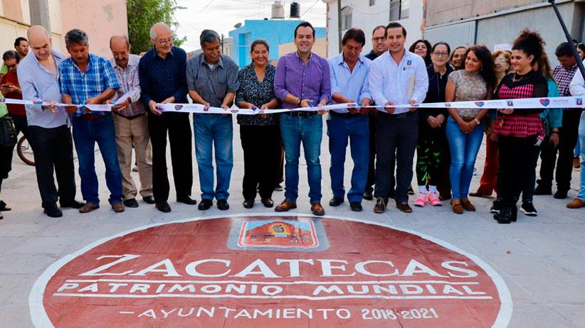 Entrega Ulises Mejía Haro servicios de calidad con rehabilitación integral de la calle Auxilio