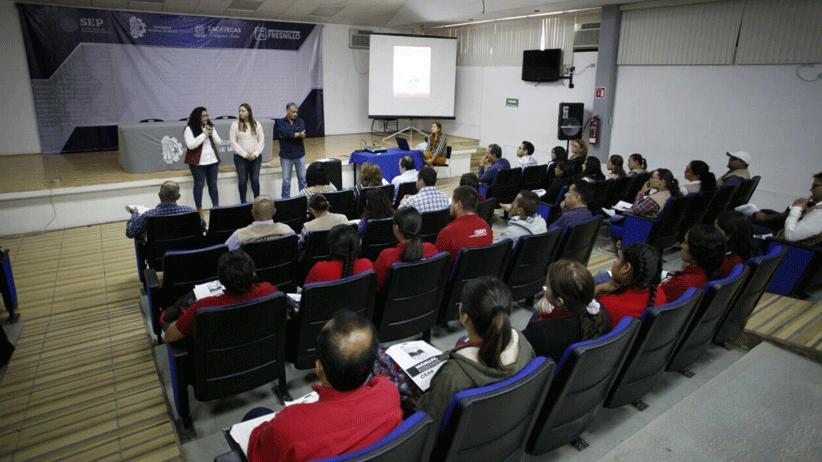 Capacitan a funcionarios que participarán en programa La Escuela Es Nuestra
