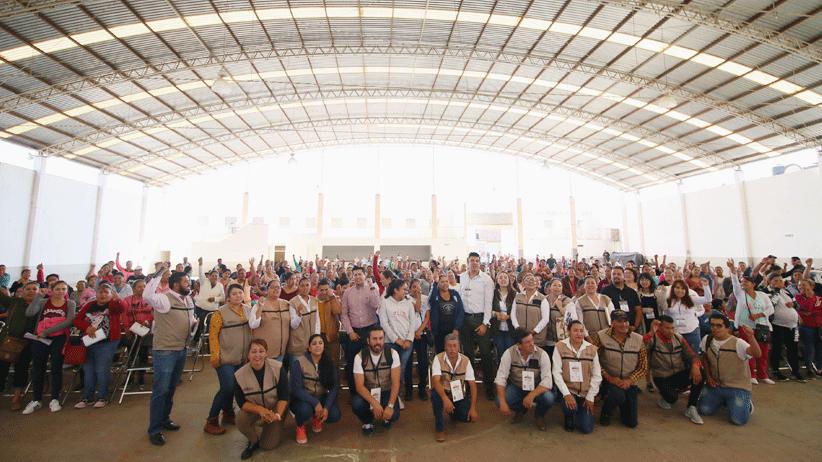 Entregan becas Benito Juárez en Tacoaleche