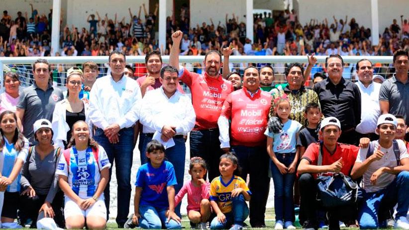 Reciben más de 2 mil 600 jóvenes de Concepción del Oro nueva cancha deportiva