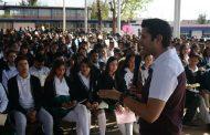 Cumple Julio César Chávez la palabra empeñada:  942 jóvenes reciben becas