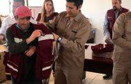 Entrega Julio César Chávez uniformes a personal  de servicios públicos