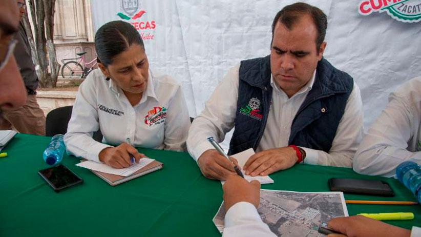 Secretario de obras públicas realiza audiencia pública en Tepechitlán