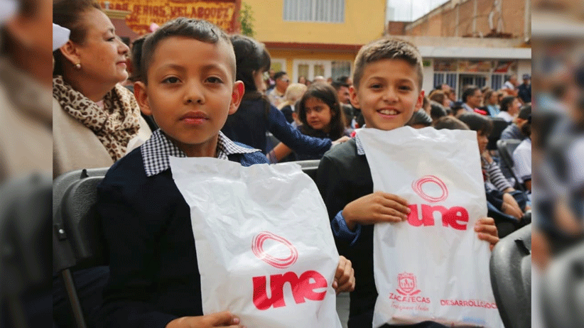 En apoyo a la economía familiar, Tello entrega 186 mil 271 paquetes escolares a niñas y niños de escuelas públicas