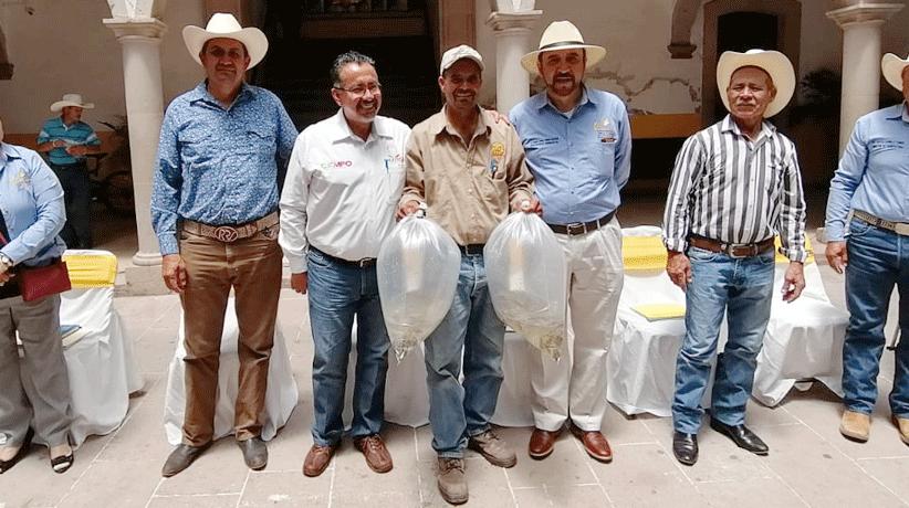 Entregan Miguel Torres y SECAMPO crías de pescado a productores y cooperativas pesqueras de Villanueva