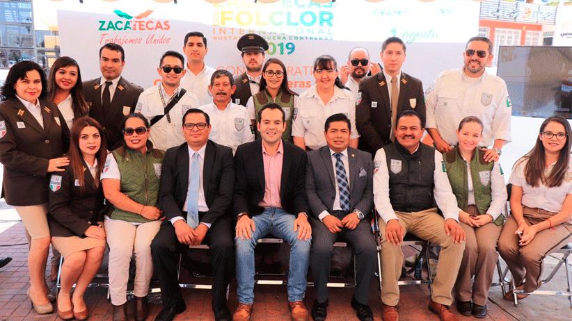 Develan en La Joya de la Corona placa conmemorativa para reconocer a comunidades extranjeras