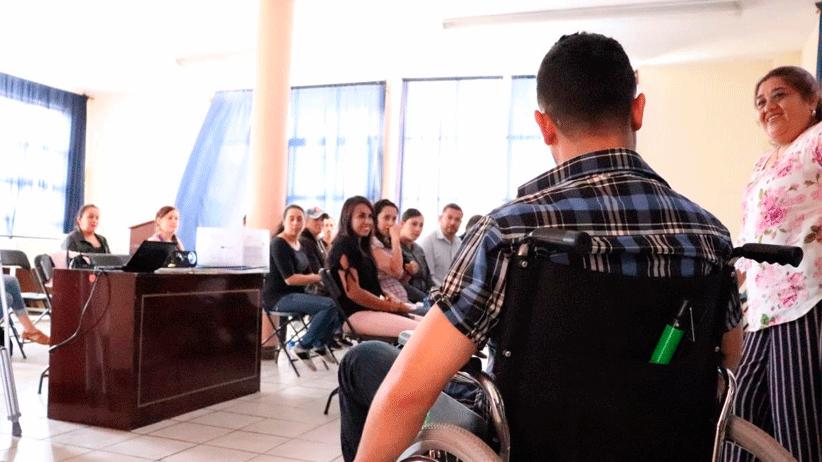 Servidores Públicos se capacitan en atención a personas con discapacidad