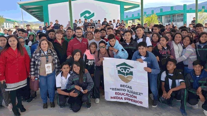 """Inicia Entrega de becas """"Benito Juárez"""" en Zacatecas; Estudiantes de bachillerato recibirán 180 mdp"""