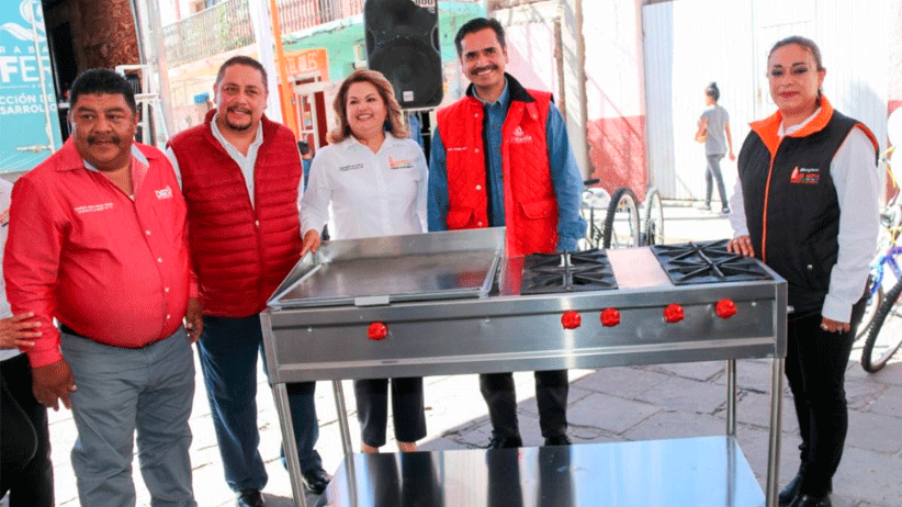 Reciben habitantes de Luis Moya servicios médicos, asesoría legal y más, en la Feria Diferente
