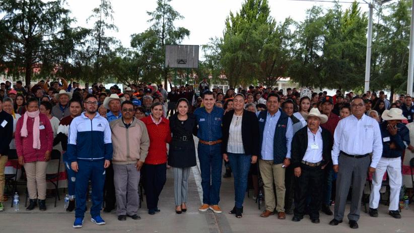 145 adultos de Noria de Ángeles recibieron su certificado de educación básica