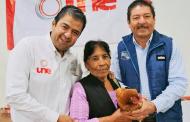 Entregan apoyos del Programa UNE a habitantes de Mazapil y El Salvador