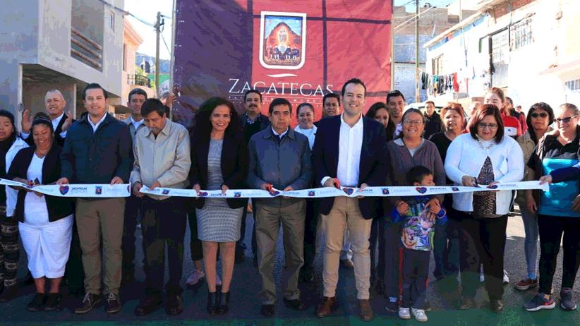Cumple Ulises Mejía Haro con dignificación de calles en colonias y comunidades