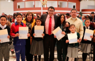 Entrega Saúl Monreal becas a estudiantes de Fresnillo