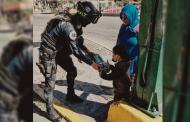 Reparten juguetes y sonrisas Policías de Proximidad Social de la Capital esta Navidad