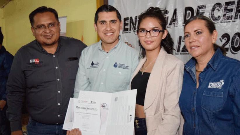 Entrega IZEA 130 Certificados a adultos que concluyeron primaria y secundaria en Trancoso