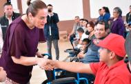 Personas con discapacidad de 14 municipios reciben sillas de ruedas, andaderas y becas de pañales