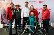 Entrega SEDIF apoyos invernales en Villa Hidalgo