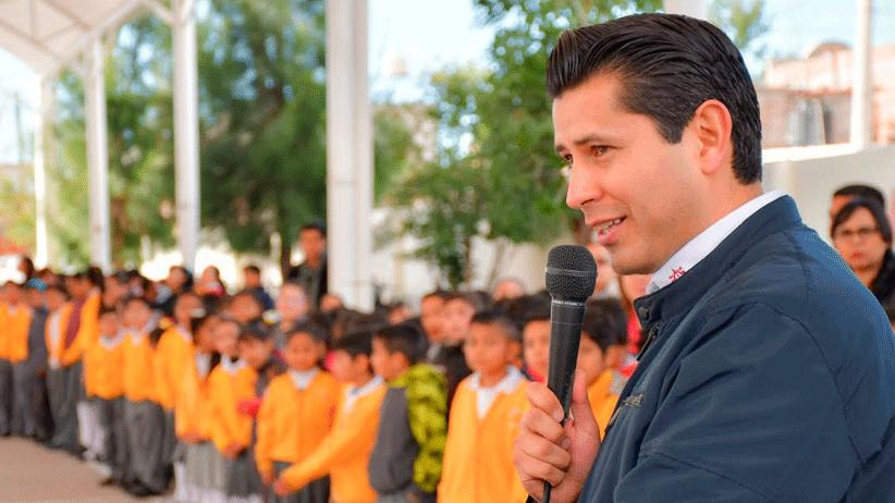 Julio César Chávez salda deuda con Primaria Solidaridad, entrega domo