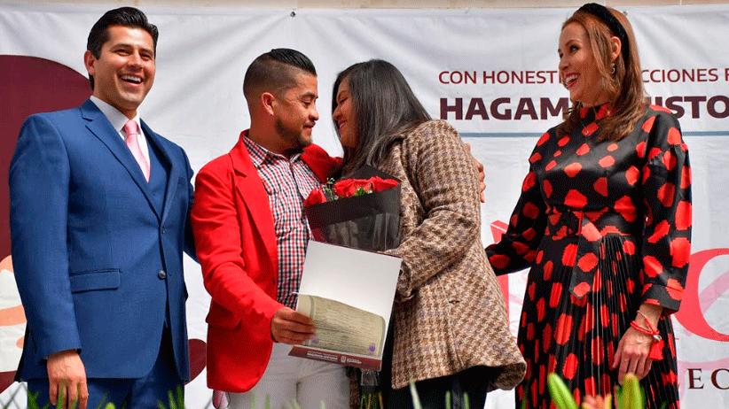 Oficia Julio César Chávez  ceremonia colectiva de matrimonios