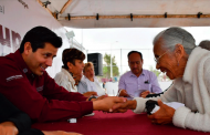 Atiende Julio César Chávez  a guadalupenses de La Martinica