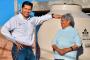 El bienestar de la gente es la recompensa: Julio César Chávez al supervisar la instalación tinacos