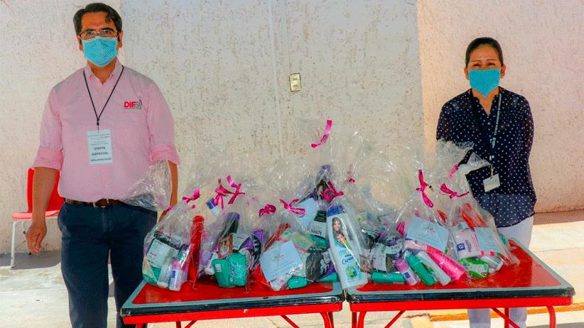 SEDIF  entrega paquetes de aseo personal a internas del CERERESO Femenil.