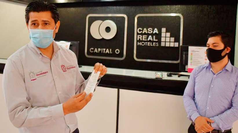 Julio César Chávez paga el segundo mes de hospedaje de 30 médicos y enfermeras que atienden a pacientes de Covid-19.