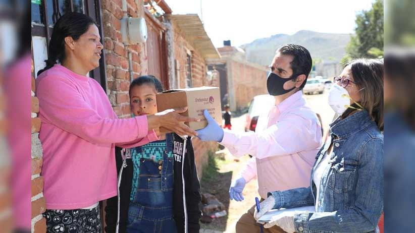 Entrega SEDIF paquetes de higiene a personas de escasos recursos.