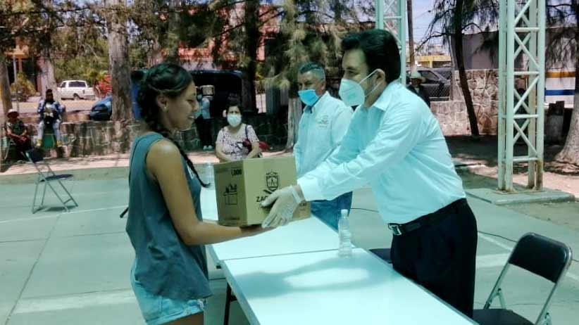 Mantiene Julio César Chávez la entrega de apoyos alimentarios casa por casa.