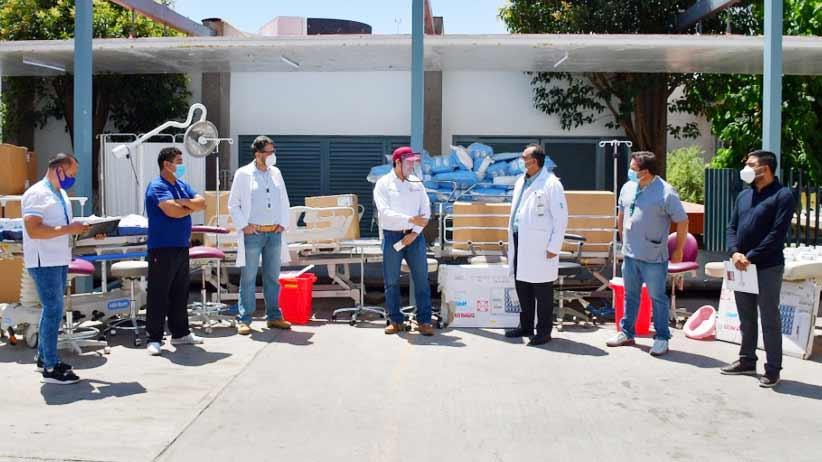 Julio César Chávez entrega equipo médico en Hospital General del IMSS en Zacatecas.
